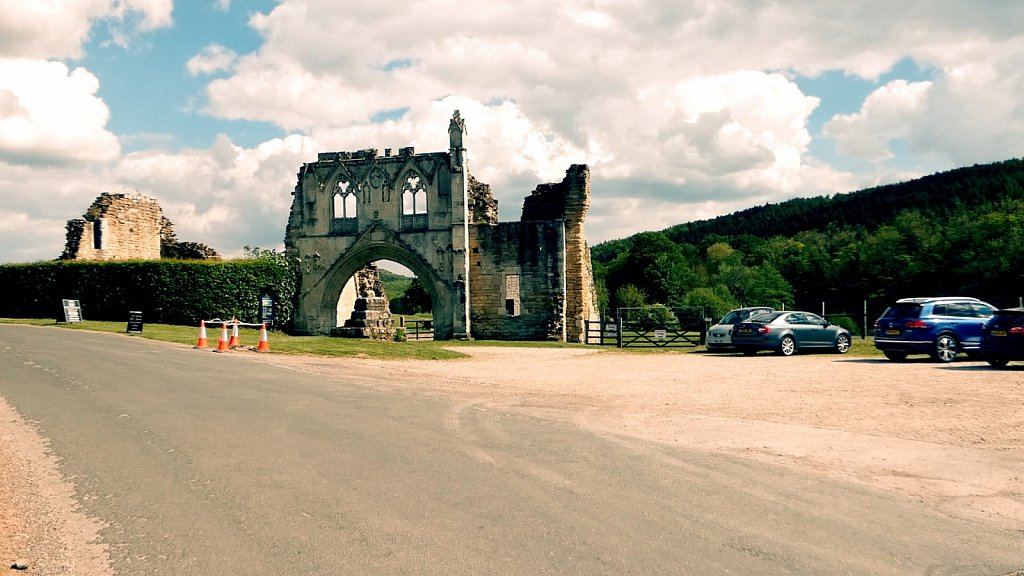 Gatehouse-Kirkham-Abbey.jpg